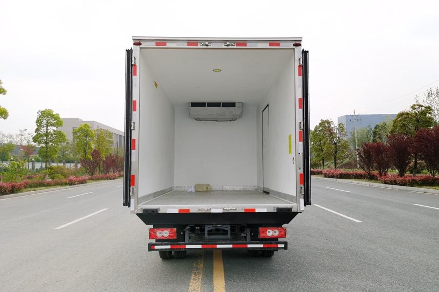 福田欧马可4.2米冷藏车箱体图片