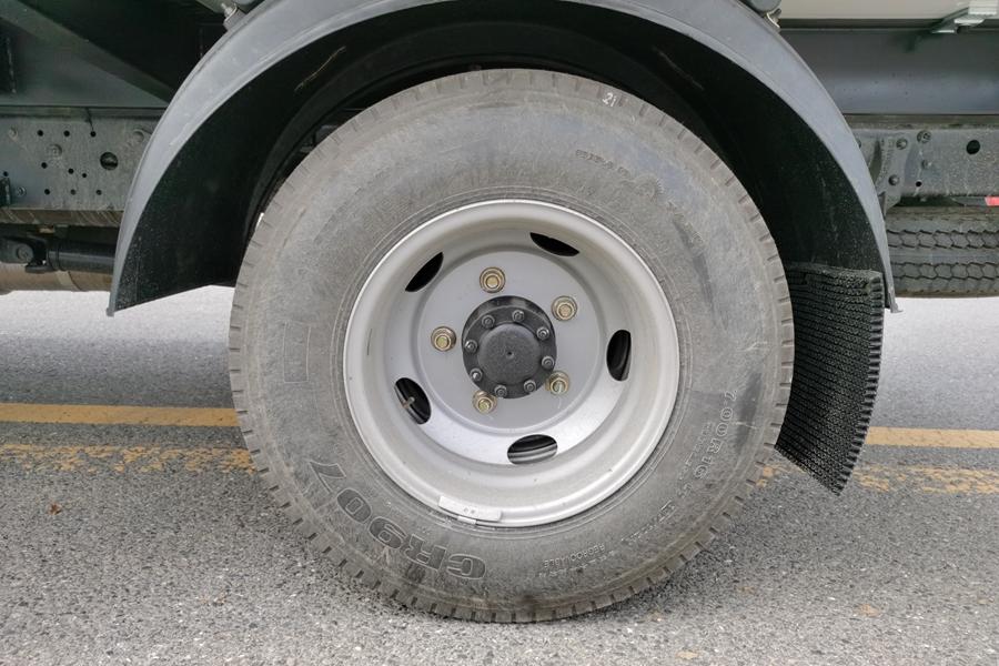 福田欧马可4.2米冷藏车轮胎