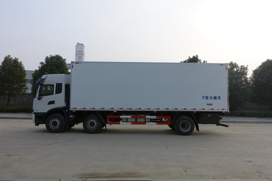 东风天锦7.7/9.6米冷藏车正侧