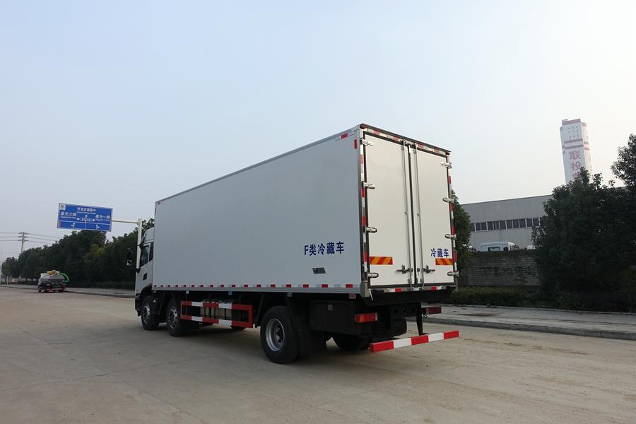 东风天锦7.7/9.6米冷藏车斜后