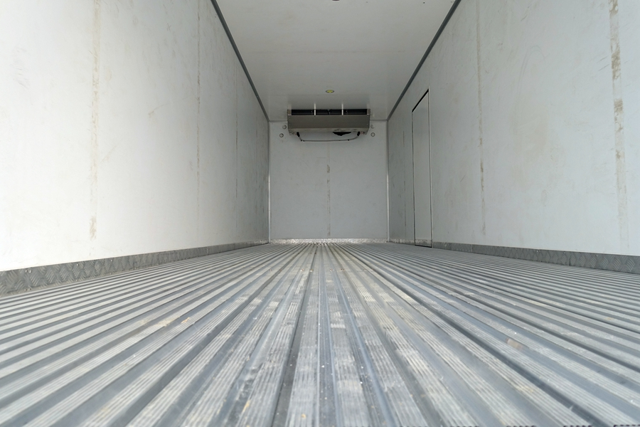 东风天锦7.7/9.6米冷藏车厢体内结构