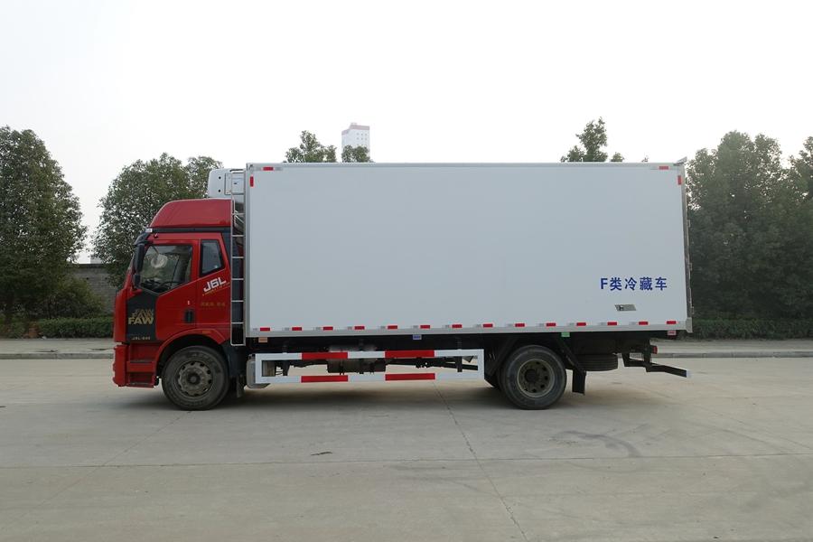 解放J6-6.8/7.5米高顶冷藏车独立冷机正侧