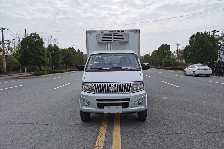 长安神琪3.2米冷藏车正前