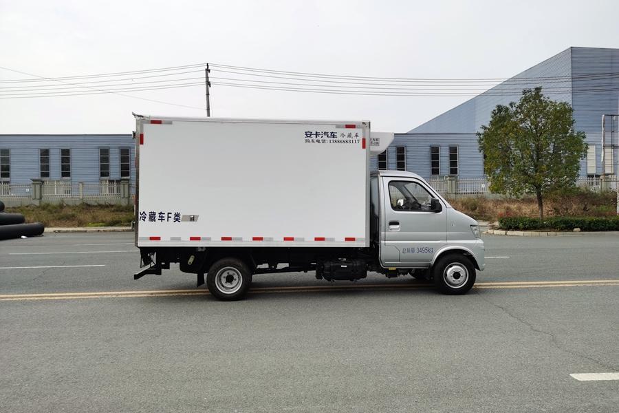 长安神琪3.2米冷藏车正侧
