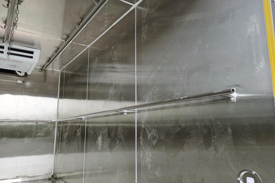 长安神琪3.2米冷藏车护栏
