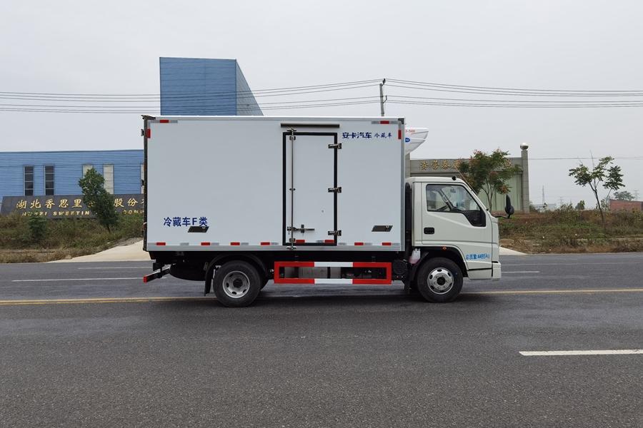 江铃顺达宽体4.2米冷藏车正侧图片