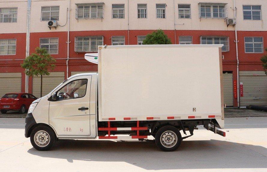 长安星卡2.7米冷藏车正侧图片