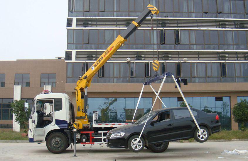 东风153带吊平板清障车吊车实拍