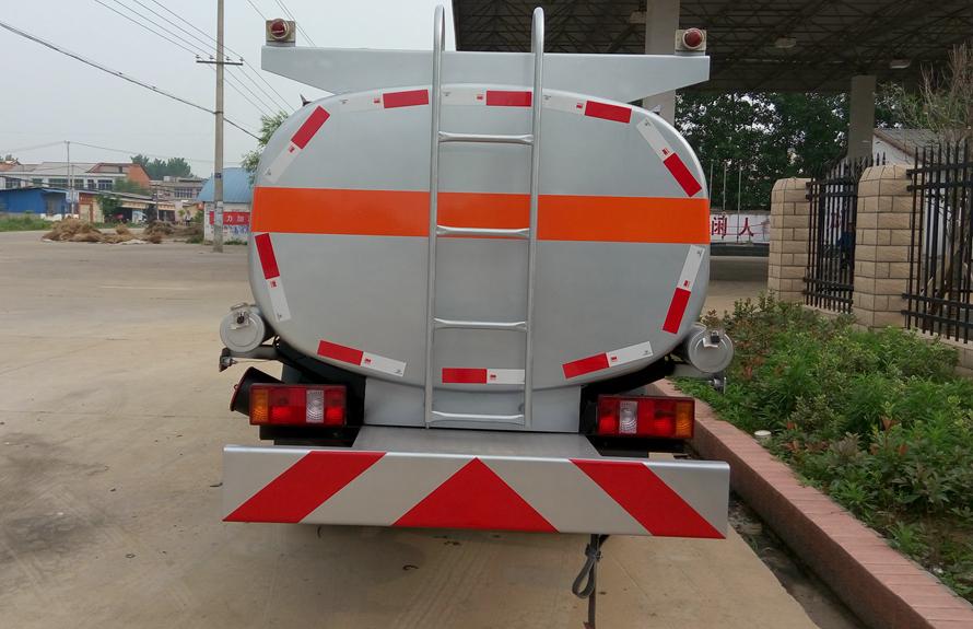 福田2吨油罐车车尾图片