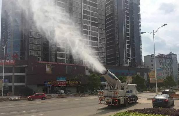 东风喷雾降尘车图片