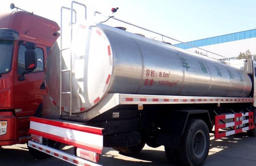 解放鲜奶运输车奶罐图片二
