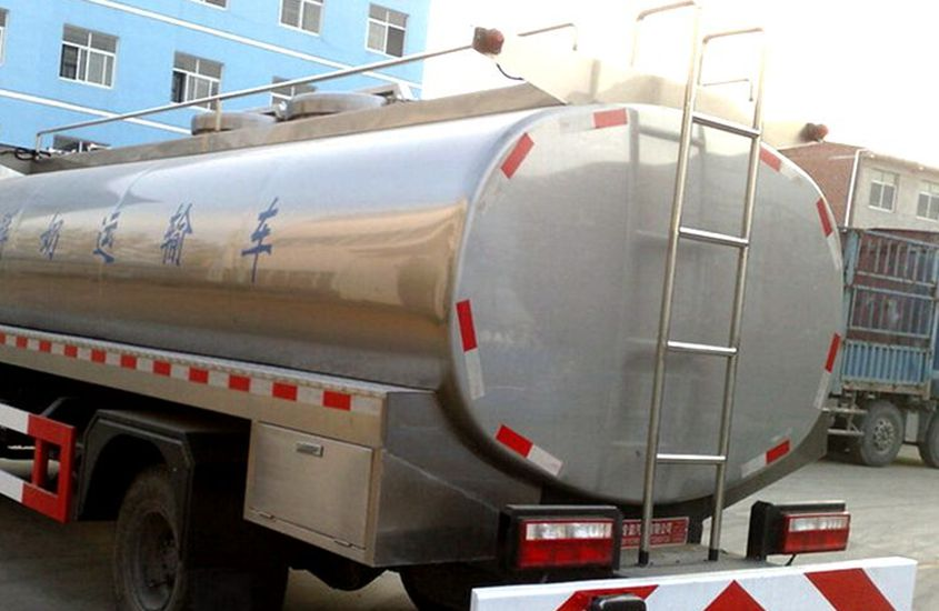 东风大多利卡鲜奶运输车奶罐图片二