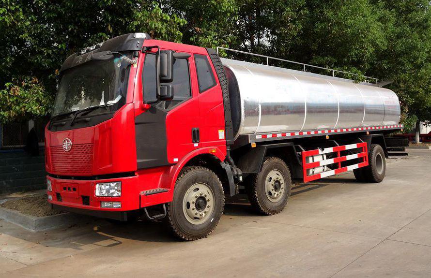 解放小三轴鲜奶运输车图片