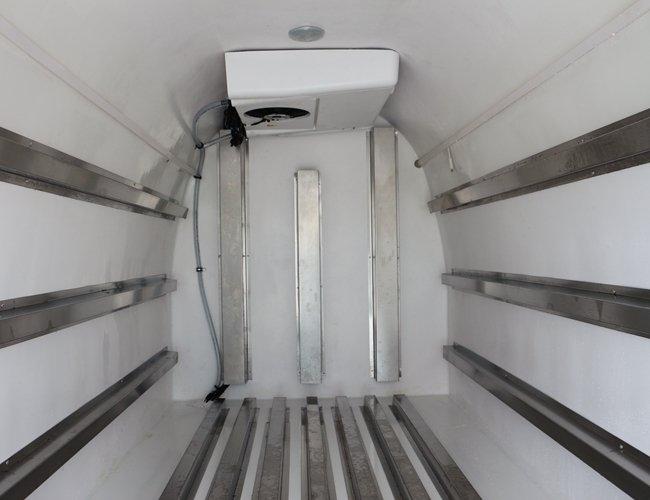 金杯海狮面包冷藏车厢体内图片