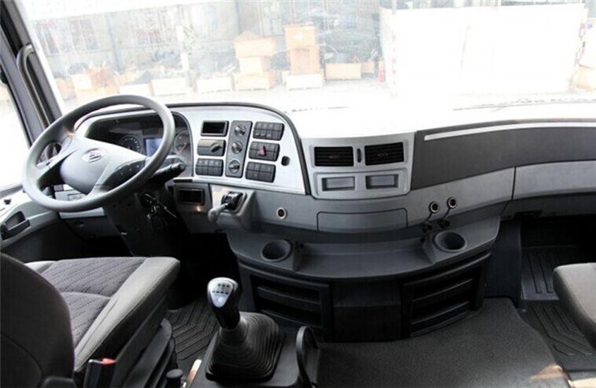 欧曼鲜奶运输车驾驶室图片