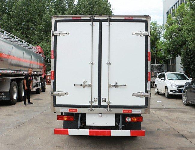 福田驭菱2.9米冷藏车后侧图片
