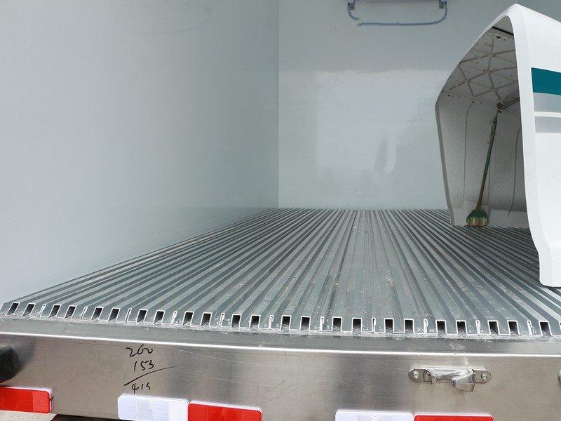 福田欧马可3s冷藏车底部通风槽