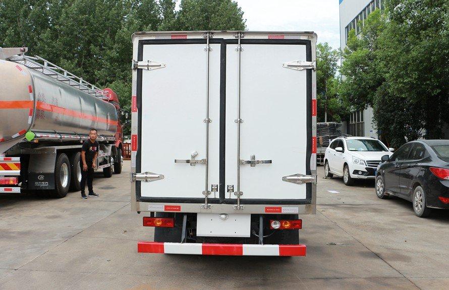 福田驭菱2.9米冷藏车正后图片