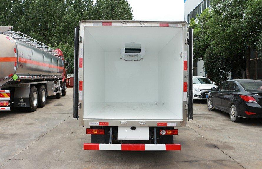 福田驭菱2.9米冷藏车厢体内图片