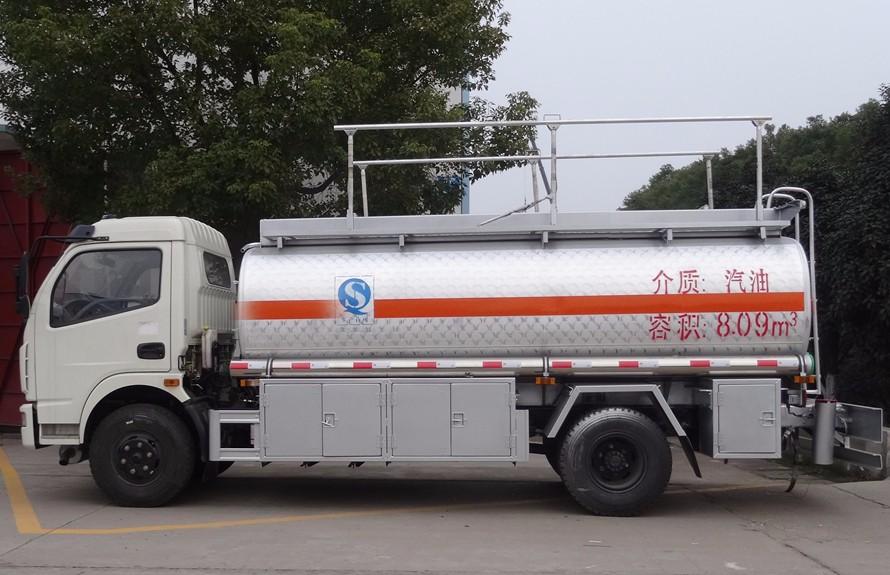 东风多利卡9吨铝合金油罐车