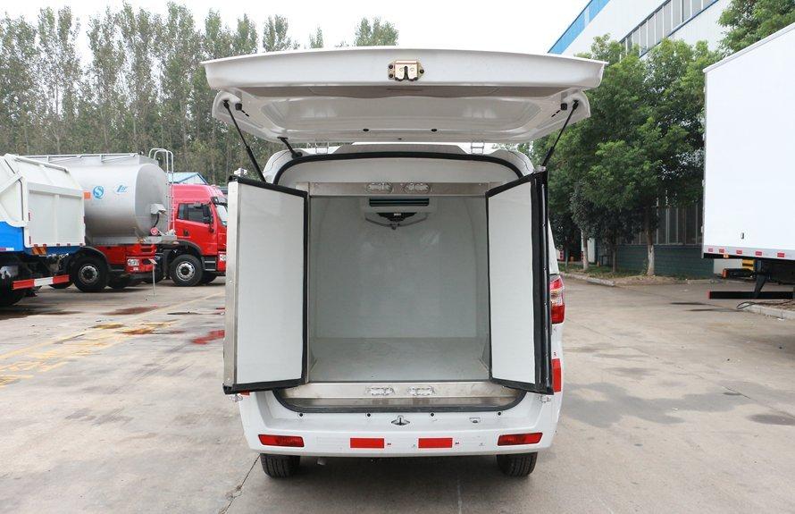 福田伽途小型面包冷藏车厢体内图片