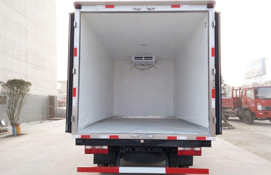 江淮骏铃4.2米蓝牌冷藏车厢体内图片