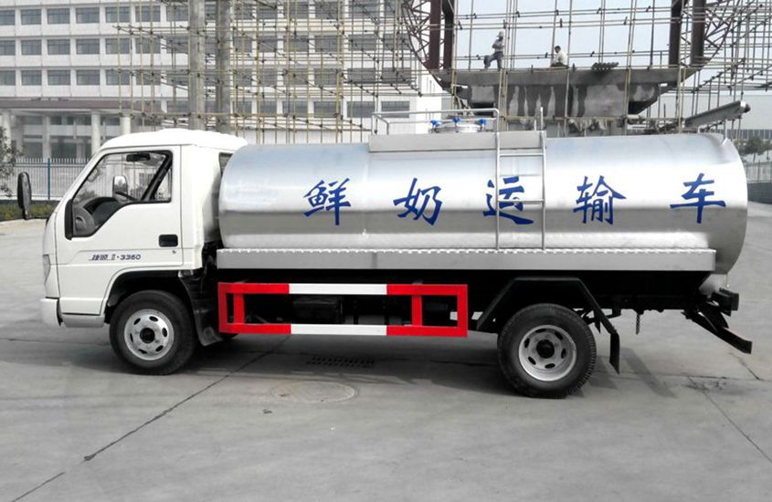 小型鲜奶运输车图片二