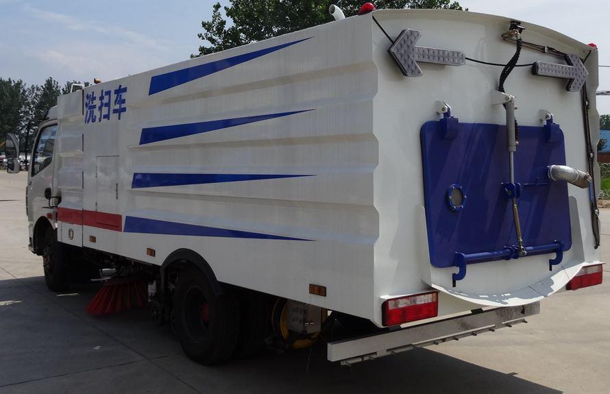 东风多利卡5吨多功能洗扫车图片2