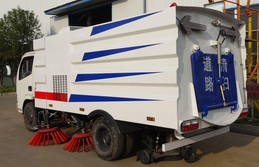 东风3吨扫路车图片3