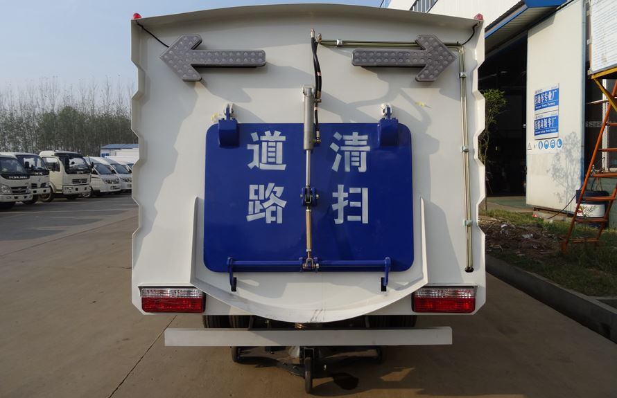 东风3吨扫路车图片4