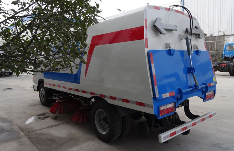 江淮3吨扫路车图片2