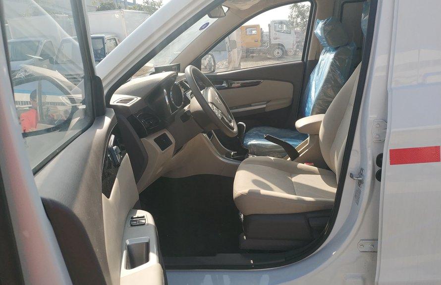 福田伽途ix5新款面包冷藏车驾驶室