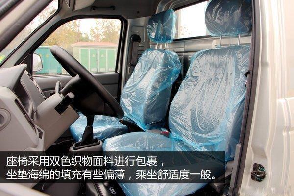 福田奥铃T3-2.8米冷藏车驾驶室内