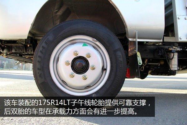 福田驭菱后双轮2.9米小型冷藏车轮胎