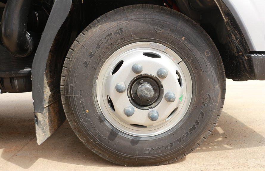 福田奥铃新款M3冷藏车轮胎