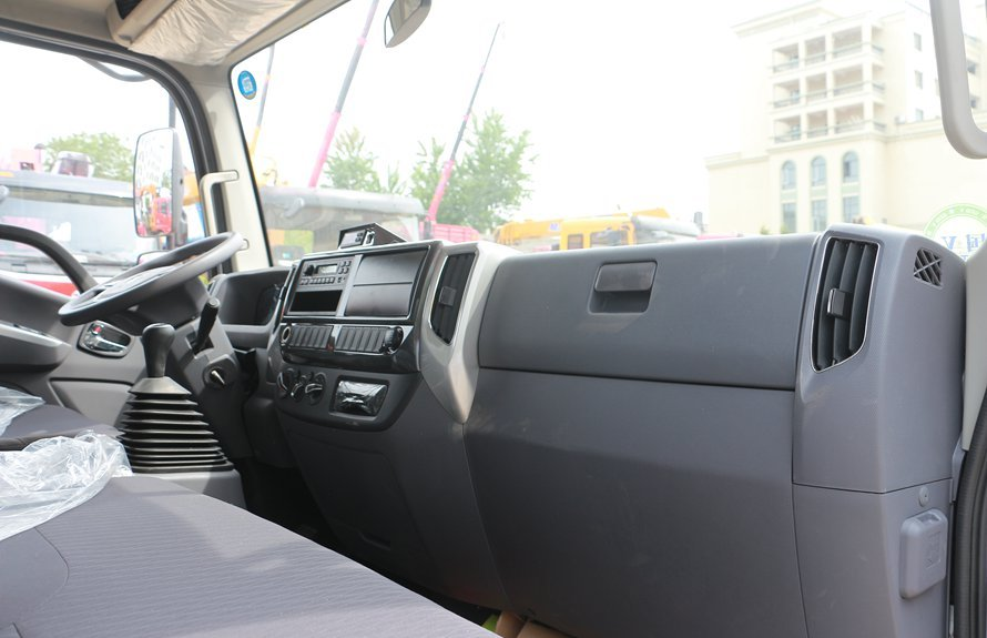 福田奥铃新款M3冷藏车主驾驶1