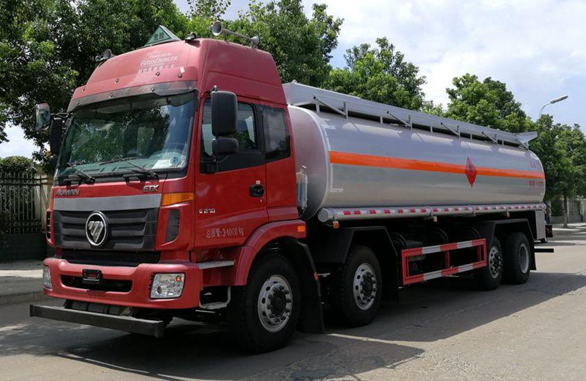 欧曼前四后六24吨油罐车左侧图片