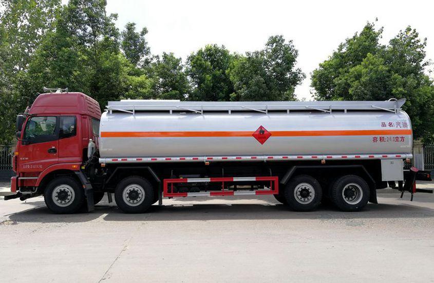 欧曼前四后六24吨油罐车正侧图片
