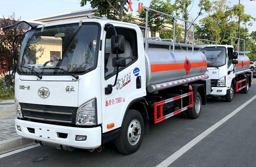 解放5吨小型加油车左侧图片