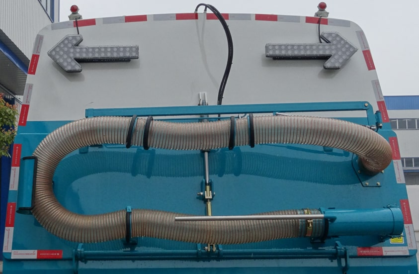 扫路车加装手动吸尘管