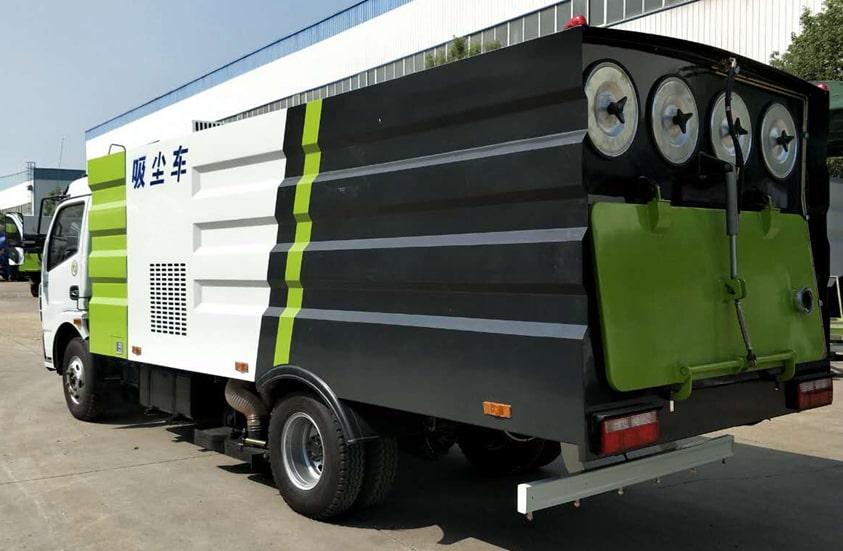 东风5吨吸尘车图片(车头向左后45度)