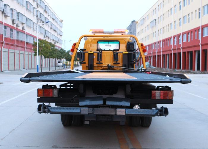五十铃5.6米平板清障车正后方实拍图