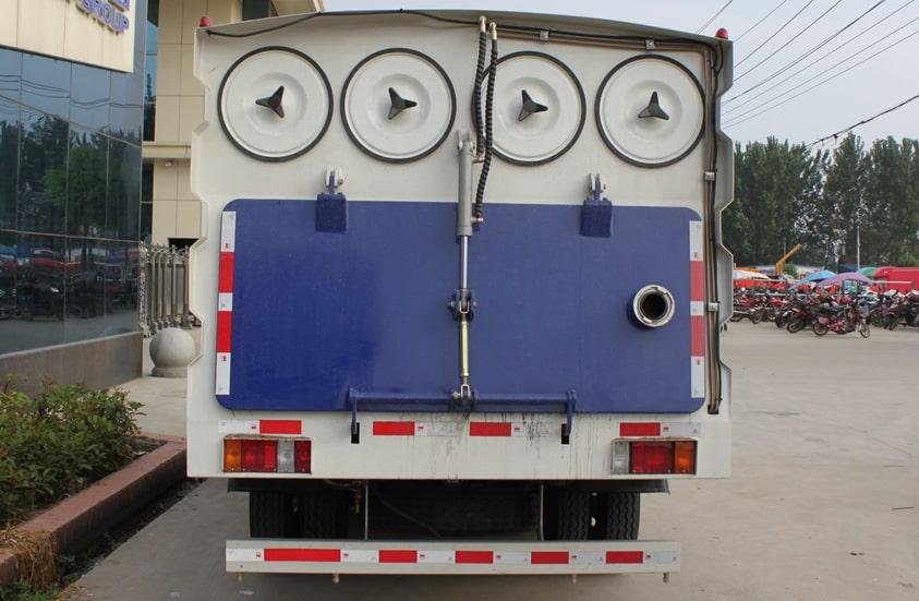 五十铃3吨小型吸尘车图片(车尾)