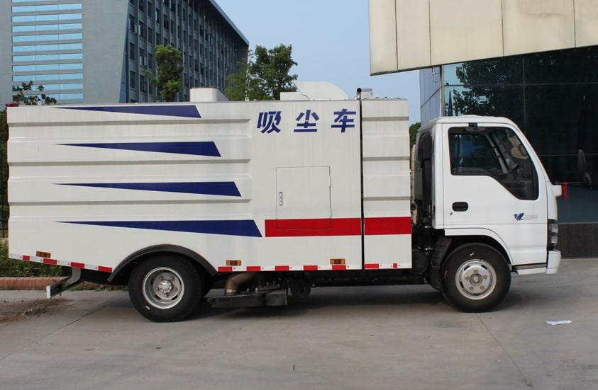 五十铃3吨小型吸尘车图片(车头向右正侧)