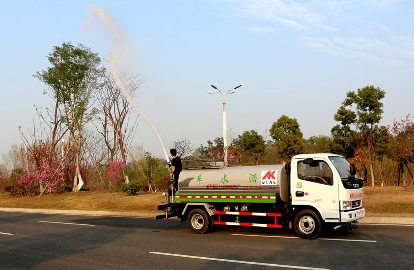 东风5吨洒水车绿化高炮图片