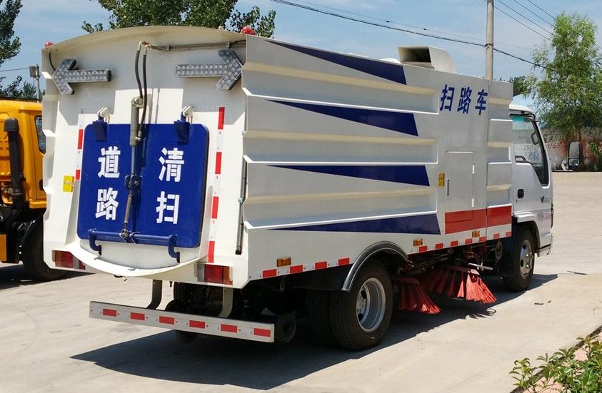 五十铃3吨扫路车图片(车头向右后45度)