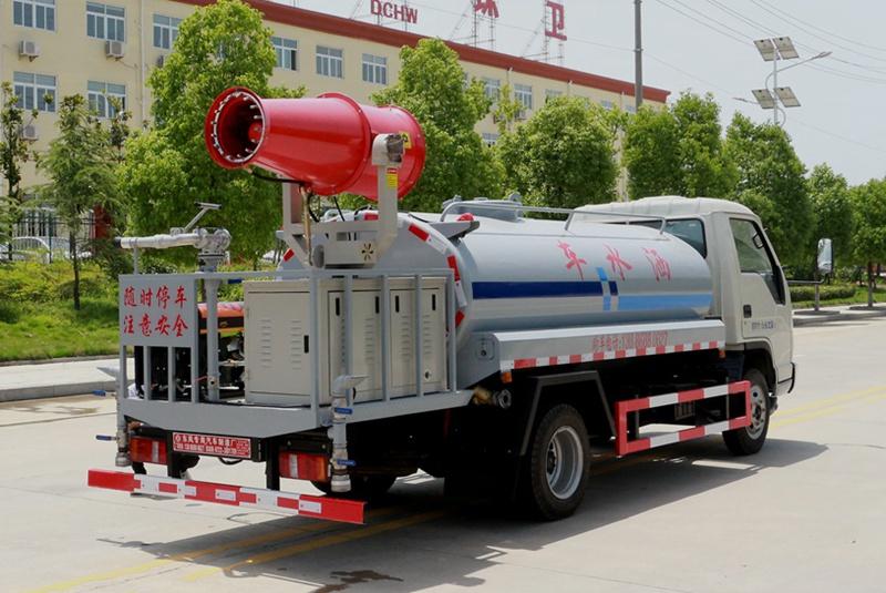 福田4吨雾炮洒水车左斜后图片