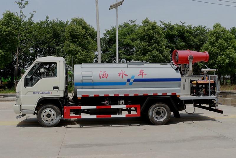 福田4吨雾炮洒水车左侧图片