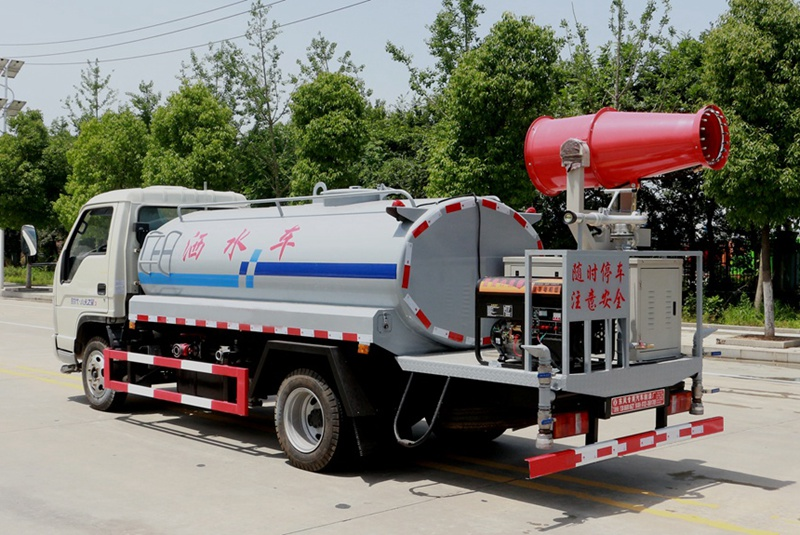 福田4吨雾炮洒水车右斜后图片