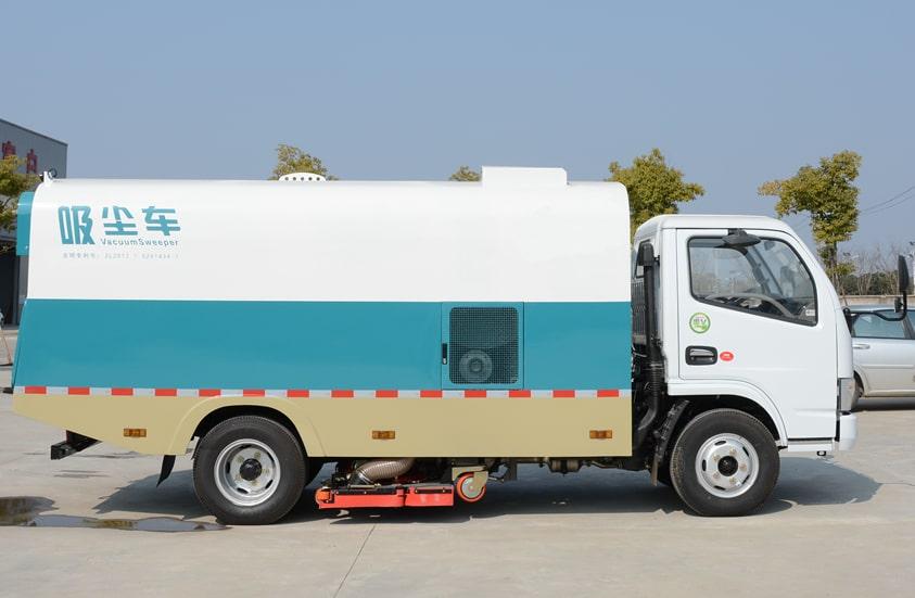 东风3吨小型吸尘车图片(车头向右正侧)